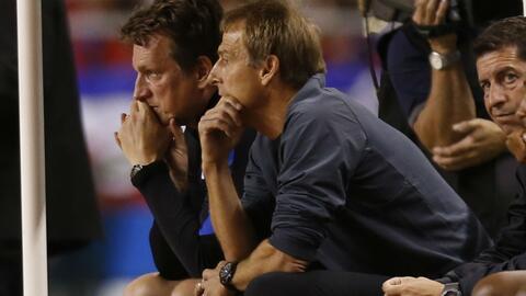 Jürgen Klinsmann sabe que su puesto está en el aire.