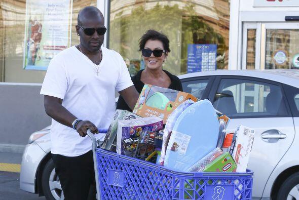 Kris Jenner y Corey Gamble de shopping.