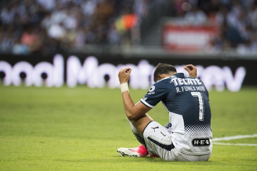 Monterrey aplastó al campeón Chivas y es líder general 20170812_3667.jpg