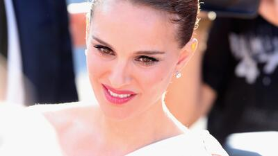 Natalie Portman luce su pancita de embarazo