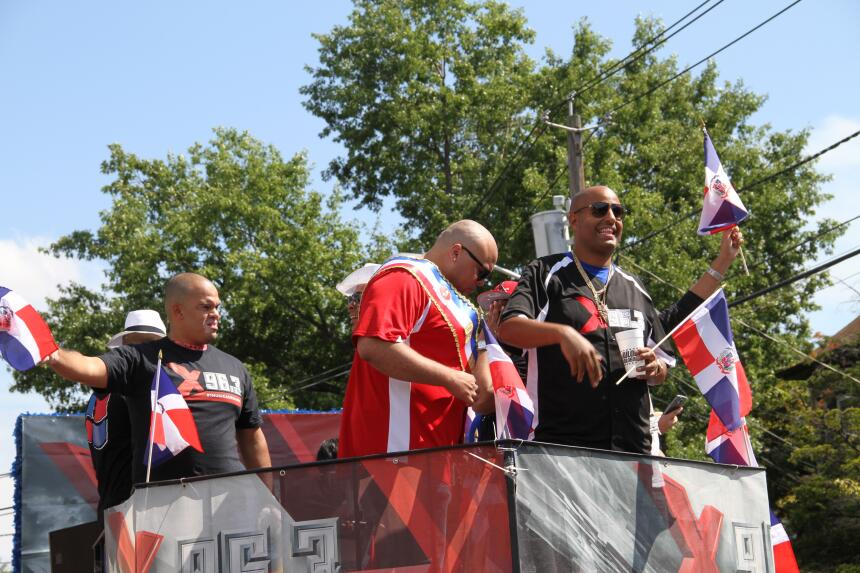 Celebra La X en el Desfile Dominicano en NJ IMG_1921.JPG