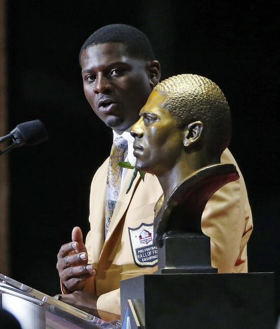 La NFL tiene nuevos 'inmortales' en el Salón de la Fama AP LaDainian Tom...