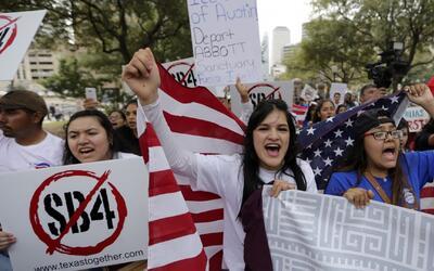 Miles de familias hispanas en Texas prefirieron no declarar impuestos po...