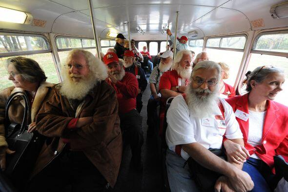 """""""Cuando vi a todos los Santas y a las señoras Claus me sentí un poco abr..."""