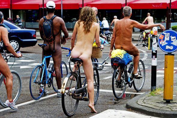 Muchos de los conductores fueron sorprendidos por los ciclistas que no l...