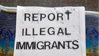 Imagen de uno de los volantes repartidos pidiendo denunciar a los indocu...