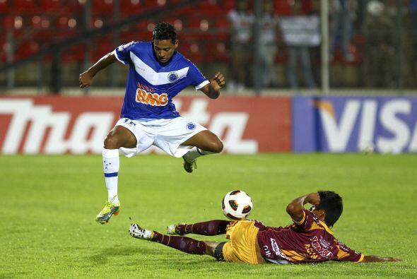 El ´azulao´ se aferró al liderato del Grupo 7 de la Copa Libertadores y...