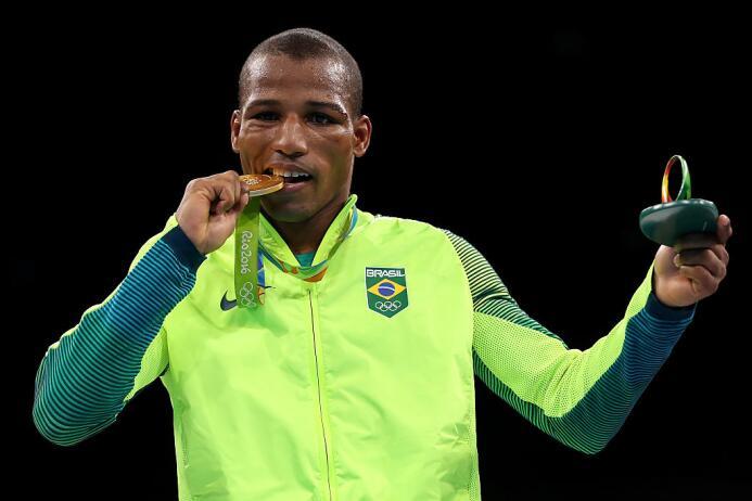 ¡Otro oro para Brasil! Robson Conceicao se impuso en la final del boxeo...