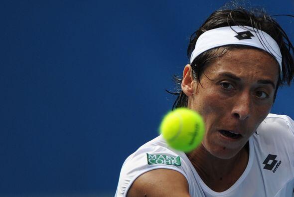 La italiana Francesca Schiavone (N.4) fue eliminada en dos sets por la p...