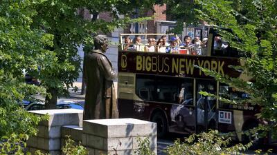 Por qué quitaron la estatua del 'padre de la ginecología moderna' del Central Park de Nueva York (fotos)