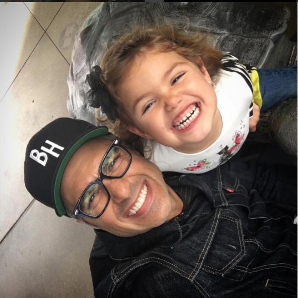 En octubre de 2011, nació su hija Elena Camil Balvanera.