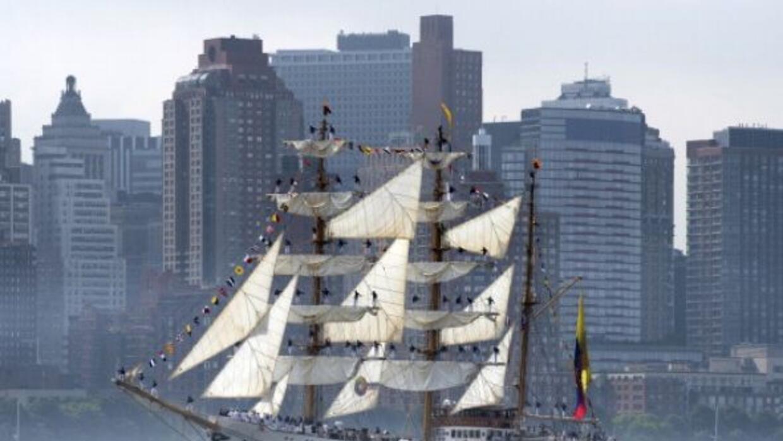 El desfile de buques a lo largo del río Hudson marca el inicio oficial d...