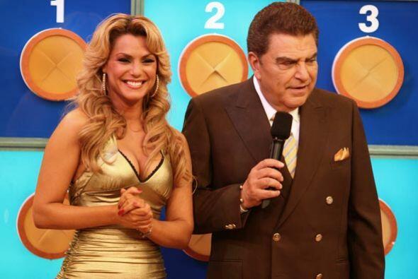 Esta guapa argentina acompaña a Don Francisco cada Sábado Gigante.