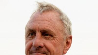 El ex entrenador holandés se unió a las muestras de respeto a Puyol, qui...