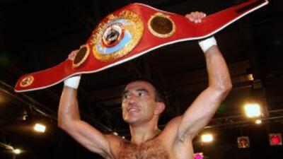 Omar Narváez ratuvo su cinturón con éxito.