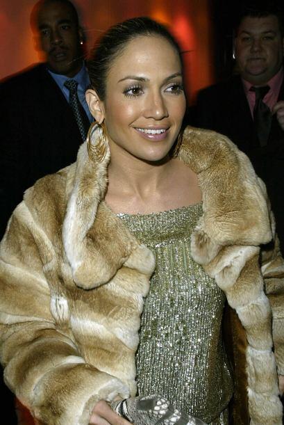 Los abrigos de piel también hacer parte de sus prendas favoritas.
