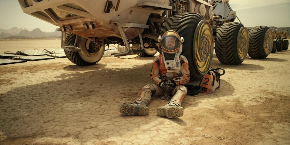 Fotografía difundida por los estudios 20th Century Fox mostrando a Matt...