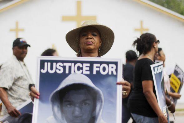 La muerte de Trayvon Martin, un adolescente negro desarmado, por el disp...