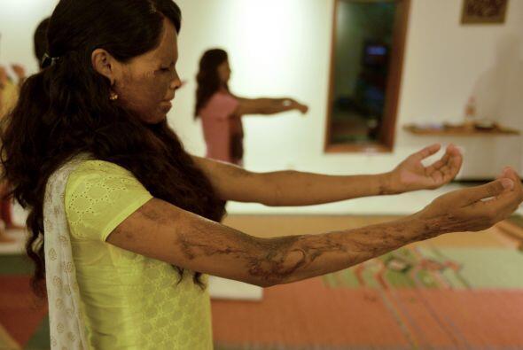 Varias supervivientes de violencia se preparan para realizar los ejercic...