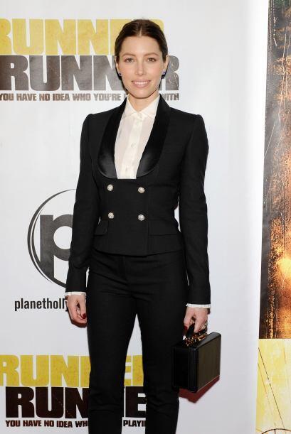 La guapa Jessica Biel se vistió de forma similar a su esposo.