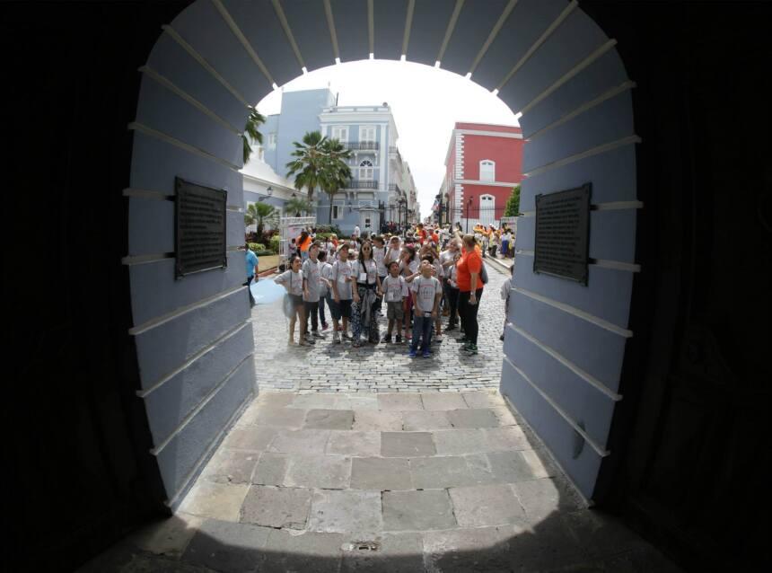 Viven en residenciales públicos y tuvieron un pasadía en Viejo San Juan