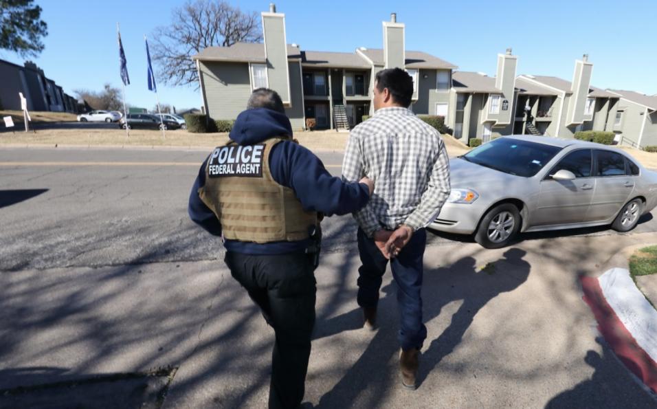 Estos son los lugares de EEUU donde ICE arrestó a más inmigrantes en 201...