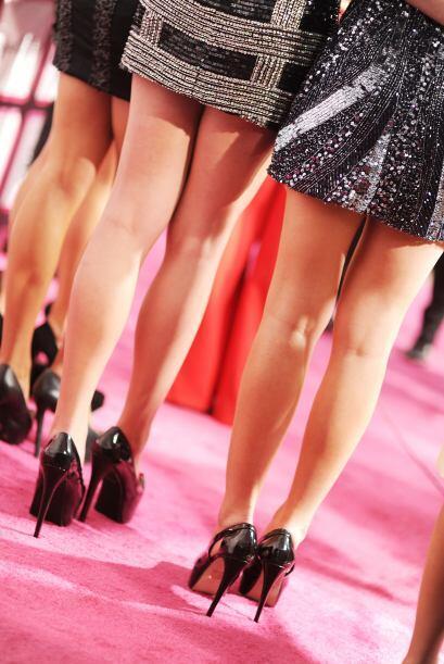 ¡Uyyyy!, ¡aquí hay piernas y parece que se venden por docena!