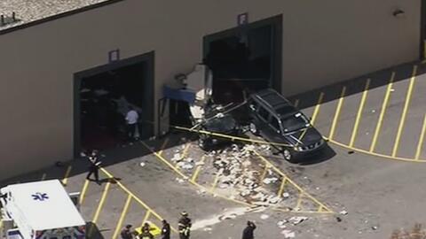 Conductor mata a tres personas en una subasta de autos