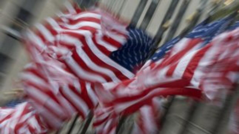 Banderas de EEUU al viento.