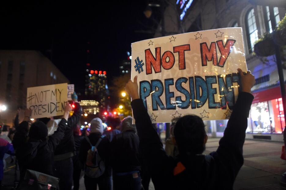 La mayoría de las protestas transcurren de manera pacífica aunque la del...