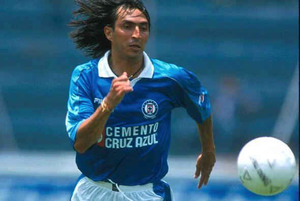 En el 2000 Everaldo Begines llegó al Cruz Azul luego de romperla con el...