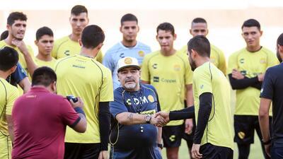 """Maradona: """"Es de muy mal gusto esperar a la gente después de comer, uno puede tomarse una copa o dos"""""""