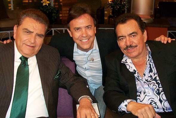 Joan Sebastian al lado de Don Francisco y Gerardo Flores.