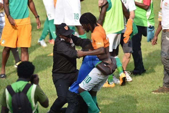 Gervinho fue uno de los futbolistas que sufrió los estragos del caos, lu...