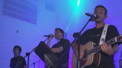 Feligreses de una iglesia realizan un concierto para recaudar fondos y cambiar el sonido de la parroquia