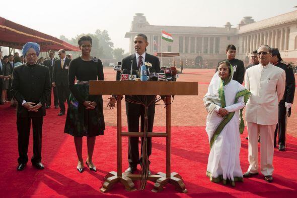 Los Obama participaron en varios actos protocolares junto a la president...