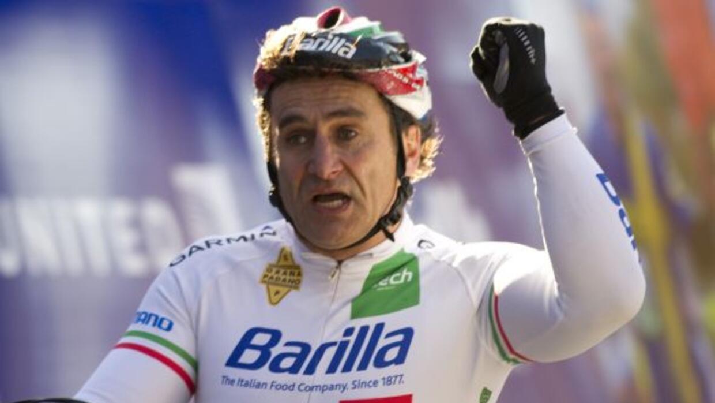 El ex piloto italiano ganó la Maratón de Nueva York en la categoría 'han...