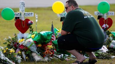 Preparan el último adiós a las víctimas fatales del tiroteo de la secundaria Santa Fe
