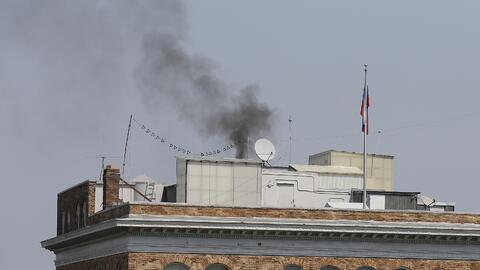 Así se vio una columna de humo negro en el consulado ruso en San...