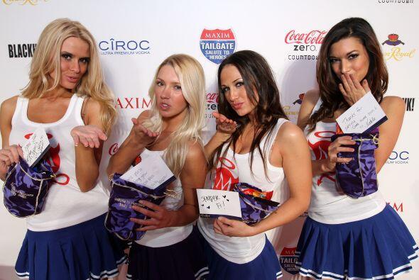 Las chicas Maxim enviaron besos.
