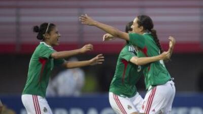 Las muchachas de la Sub-20 femenil celebran su triunfo sobre Costa Rica.