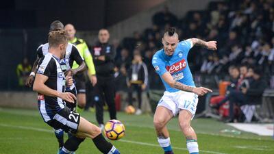 Napoli vence al Udinese y escala puestos en la Serie A