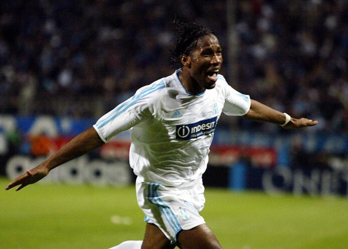El álbum de fotos de la colorida carrera de Didier Drogba GettyImages-50...