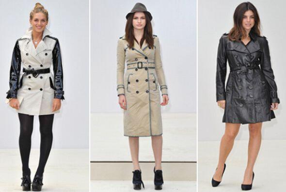 Ideal para la lluvia o el calor, el 'trench coat' es un 'must' que no de...