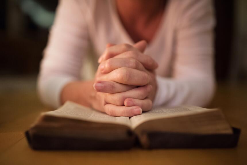 rezar - rezando - orar - orando