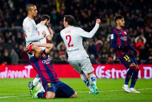 Suárez lamentó haber fallado un gol cantado con el arco abierto luego de...