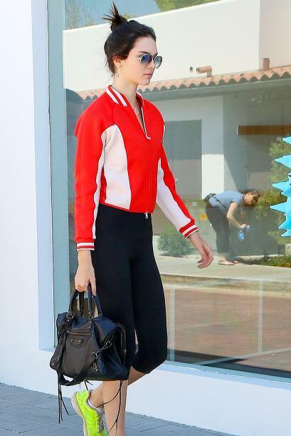 Aunque para ser justos, Kendall sí se gana su dinerito en las pasarelas.