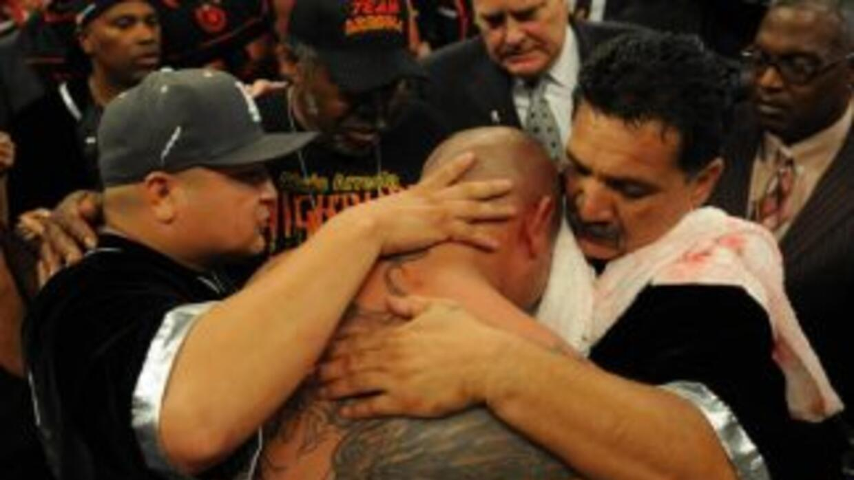 Chris Arreola no pudo contra Bermane Stiverne.