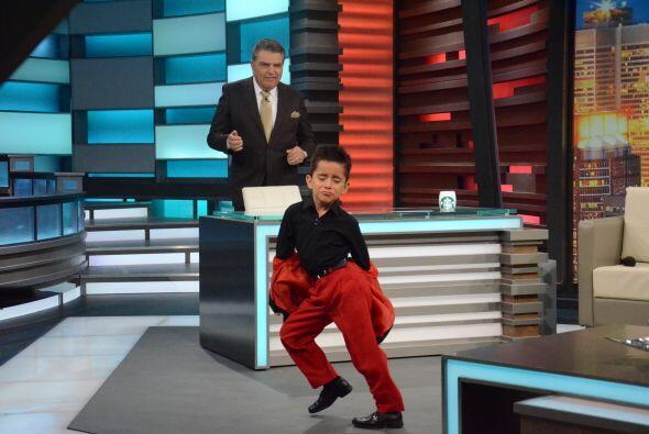 En su país lo llaman el niño de los mil pasos y cuenta que lo invitan a...