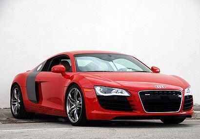 El Audi R8 4.2 FSI quattro es un auto de carreras, con la condición de q...